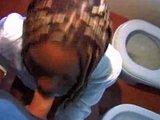 črnka se fuka v kopalnici