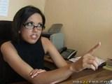 jenny hendrix zlorabljena v pisarni