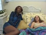 danielle & pleasure se zabavata na postelji