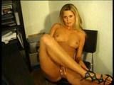 vroča blond tajnica