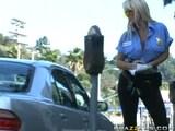 holly halston je vroča policajka