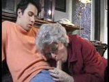 svojega vnuka ujame pri mastubiranju in ga pouči