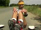 športna najstnica masturbira na cesti