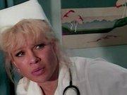 Blond medicinska sestra hoče seksati