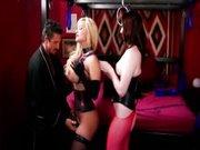 Trijo v rdeči sobi