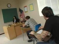 Grobo pofukal svojo azijsko učiteljico